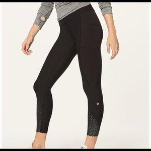 Lulu lemon 7/8 scallop hem leggings with pockets